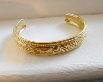 Vintage cuff bracelet geometric design on metal 1980s vintage jewelry gold tone marked 925