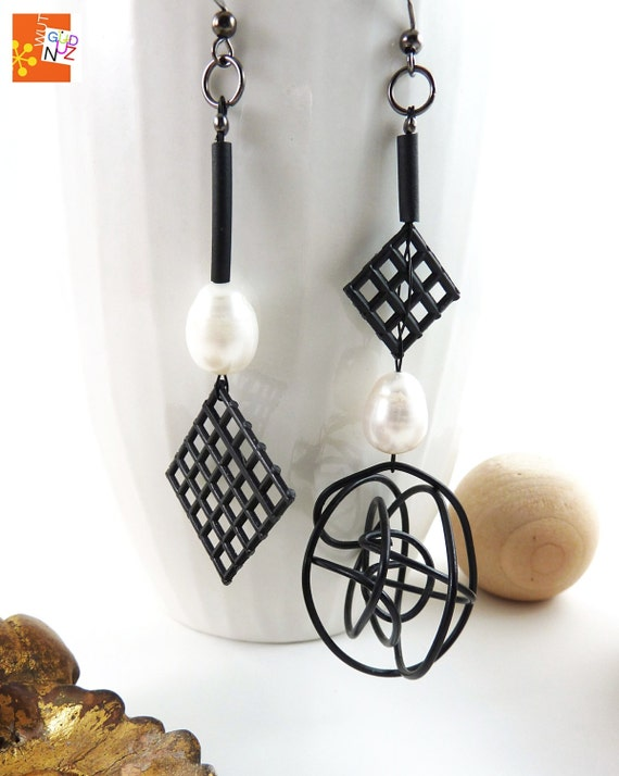 sculptural jewelry, dangle earrings, contemporary, eclectic, OOAK, asymmetric, black, white, freshwater pearls, wire, grid