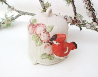 Vintage Red Robin and Bird Cage Potpourri / Sachet Closet Decor / Little Birdie Scent Diffuser