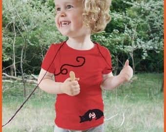Kitty! Personalized kids t-shirt with a playing cat (and your own text)