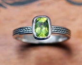 Peridot gemstone ring - August birthstone - bezel set ring - silver wheat braid ring - sterling silver - Wheat band - ready to ship sz 4.5