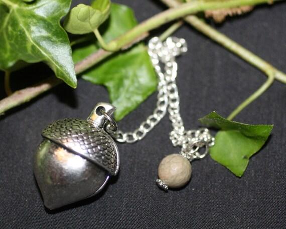 Acorn pendulum for dowsing and divination