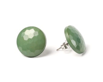 Vintage green faceted button earring