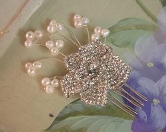 Bridal hair accessories/ wedding hair accessories/ handmade freshwater pearl brooch bridal haircomb