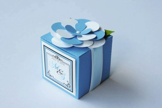 Favour Boxes Baby Blue : Set of baby blue flower monogrammed wedding cube box
