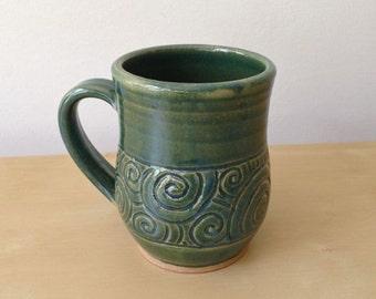 Curls and Swirls - 14 oz Mug - Shiny green with spirals all around