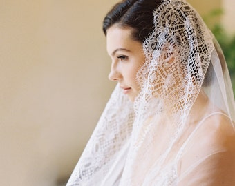 Bridal veil, English silk tulle, Chantilly lace, drop veil, mantilla, wedding veil, -  Style Daphne 1926
