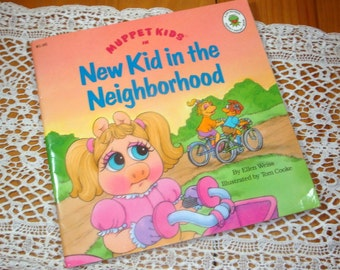 Muppet Kids, In New Kid In The Neighborhood, Ellen Weiss, Illustrated by Tom Cooke, Jim Henson Muppet Press Book  (483-13)