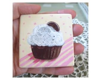 CUPCAKE Refrigerator Magnet - Hand Painted On Stone by Rodriguez * Kitchen Decor