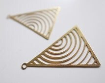 25 pcs newly made raw brass die cut metal triangle charm concentric circles 17x23mm