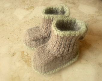 Knitting Pattern Baby Booties - Button up Baby Boots (Sizes for 0 - 12 mths)