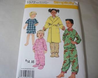 New Simplicity Childs' Sleepwear Pattern, 1572  (AA)(1/2-1-2) (Free US Shipping)