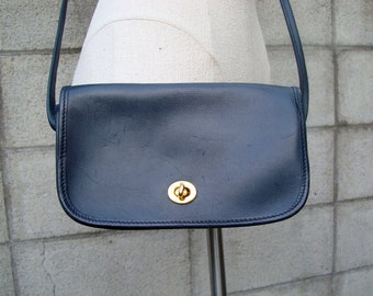 Blue Leather Purse Vintage 1980s Turnlock closure Navy