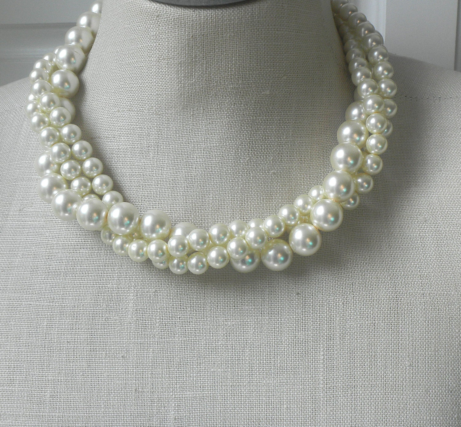 Torsade Necklace: Twisted Torsade Chunky Pearl Necklace