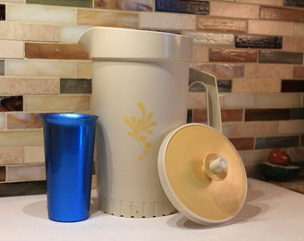 Tupperware Pitcher with push button  seal lid