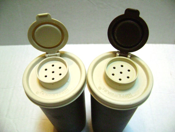 Vintage Tupperware Salt And Pepper Shakers 6 Pieces Retro