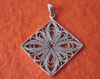 Sterling Silver Balinese Pendant / Bali handmade jewelry / Silver 925 / 1 inch