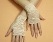 Short Regency Gloves, Fingerless Lace Gloves in Creamy Peach, Wedding Wristlets, Baroque Mitts, Cute Armwarmers in Lolita and Boho Style