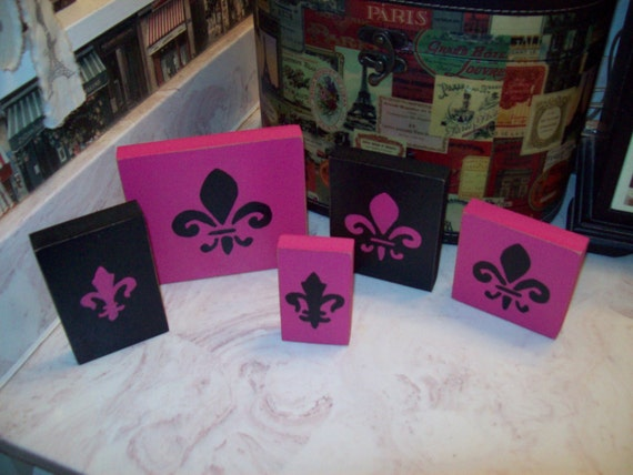 Hot pink and black fleur de lis signs shelf sitters paris for Hot pink and black bathroom ideas