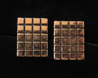 Hickok Gold Plated Grid Pattern Cuff Links