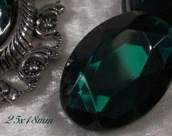 CZECH GLASS - 25x18mm Faceted Cabochon - Emerald - 1 pc : sku 06.06.13.30 - S30