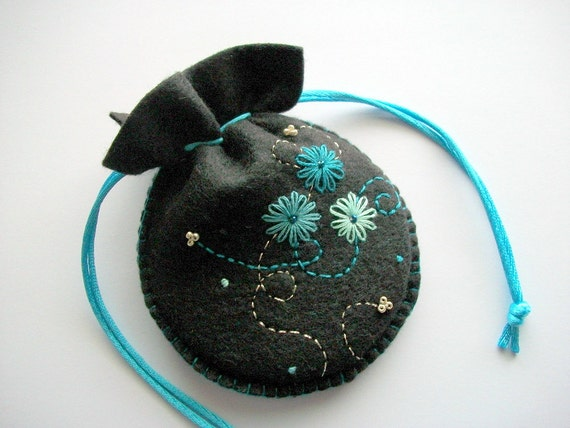 how to make a felt drawstring pouch