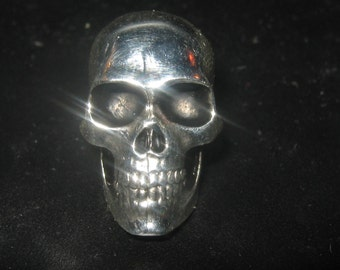 Silver Plated Shiny Realistic Skull Pendant Necklace