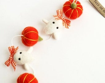 Halloween garland : mini felted baby ghost girl - orange pumpkins and orange plaid ribbons