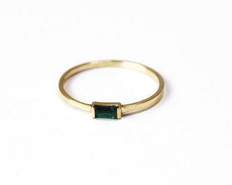 Emerald Baguette Stacking Ring (14K yellow gold)