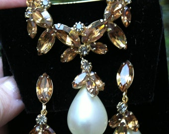 Vintage dangling pearl and rhinestone  brooch set  1960's unsigned