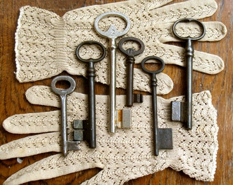 vintage keys - french old ornate skeleton keys - vintage supplies - genuine antiques -6 colectible iron keys (C-14a).