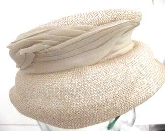 Vintage Ladies Straw Hat in Ivory