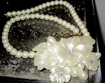 1920s Glass Pearl & Frosted Lucite Flower Necklace