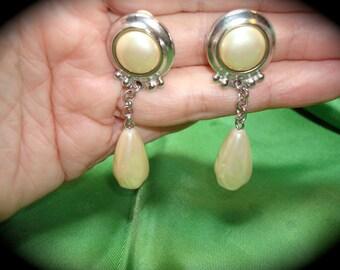 Vintage Liz Claiborne Pearl Drop Earrings.