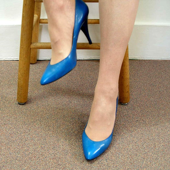 1980s High Heels / 80s Electric Blue Stiletto Pumps Shoes / Size 8 to 8.5 M