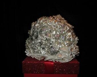 cake topper, brooch bridal  bouquet ,  alternative wedding bouquet,brooch bouquet