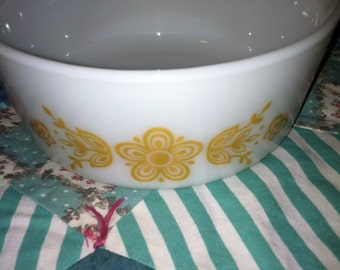 Vintage Golden Butterfly Pyrex 1 and a Half Pint Serving Bowl With handles