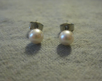 Ivory Pearl Post Earrings