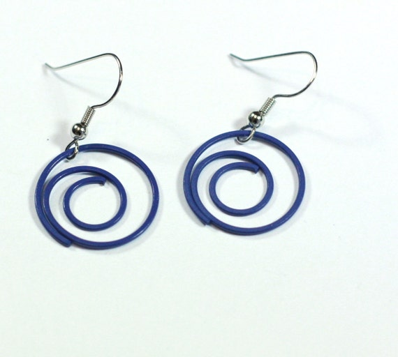 paper clip earrings Paper clip earrings, blue plastic spiral paper clip earrings, how to diy, re-purpose project by hectanooga1 - crochet earrings, jewelry making, crepe paper wrapped hoop earrings, wire wrapped, how to diy, paper beads by hectanooga1 - crochet, knitting, jewelry.