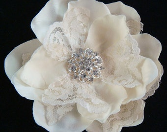 Ivory Champagne flower with lace and rhinestones / bridal champagne flower ivory flower clip comb