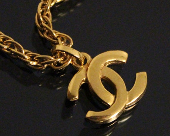 vintage chanel gold logo kette halskette schmuck schmuck. Black Bedroom Furniture Sets. Home Design Ideas