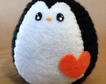 Made to order// Penguin // amigurumi toy with heart