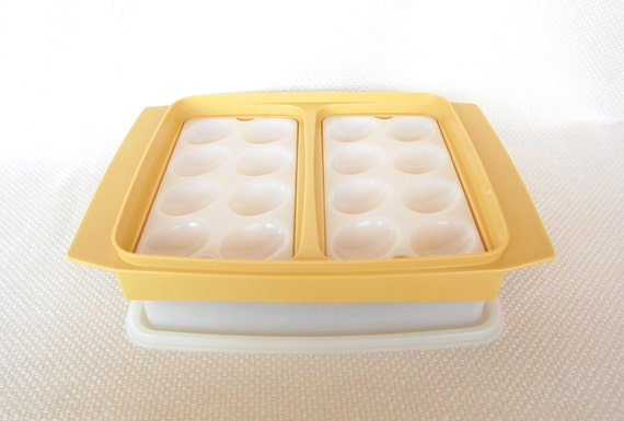 Vintage Tupperware Egg Tray In Groovy Harvest Gold Display