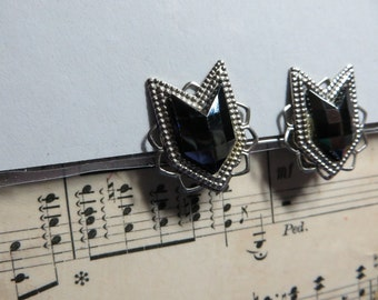 Pretty Chevron Silvertone with Faceted Black Mirrored Glass Clip on Vintage Earrings