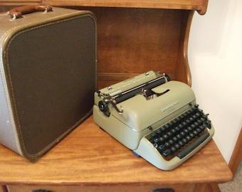 Typewriter - Remington Quiet Riter Typewriter - Manual Portable Typewriter