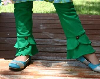 Kelly green scalloped bottom knit leggings sizes 12m - 14 girls