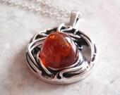 Amber Sterling Silver Round Spider Web Necklace Vintage V0046