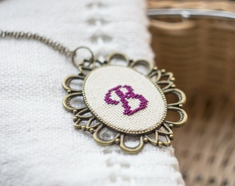 Personalized initial necklace, big vintage styled necklace i004