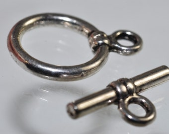 Listed @ 10% Off Sale Was 1.89---One set Silver Rhodium Plated Over Copper Simple Round Toggle Clasp  - M0798
