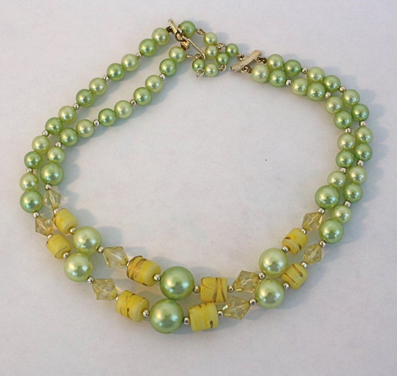 vintage 50s bead choker necklace 2 strand green yellow plastic